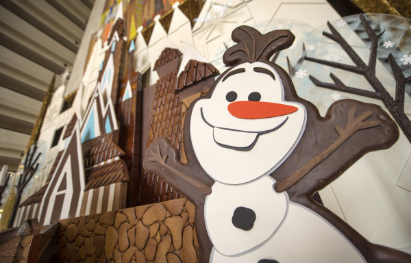 """""""Frozen"""" Gingerbread Holiday Ice Castle Graces Disney's Contemporary Resort"""