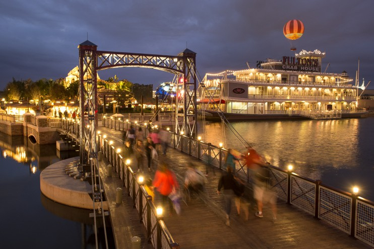 downtown disney walkway