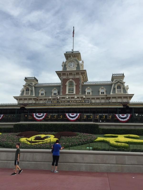Walt Disney World Cinderella Castle  Hub (7)