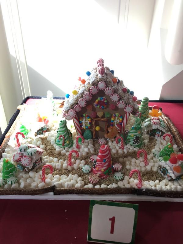 WDW Christmas Boardwalk Cast Member Gingerbread Houses (1)