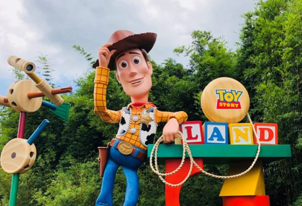 Toy Story Holidays : Toy story land to get holiday overlay wdw daily news